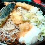 ゆで太郎 - 鶏天二つに、なす天、大根おろしや薬味のネギでサッパリと頂けます。