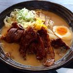 金澤味噌ラーメン 神仙 - 炎・炙 肉盛味噌ラーメン