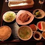 シンガポール料理 梁亜楼 - 海南チキンライスセット1080円