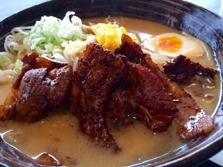 金澤味噌ラーメン 神仙 品達羽田店 - 炎・炙 肉盛味噌ラーメン