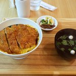 かつ丼と珈琲 聖 - カツ丼全景