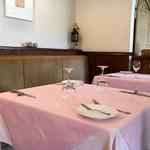 ル・タブリエ - 淡いピンク 落ち着いた雰囲気