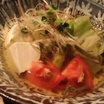 酒肴人 三昧人 - 旬野菜のにぎやか冷出汁サラダ 990円