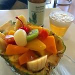 熱川バナナワニ園分園フルーツパーラー - パインボートとパインビール