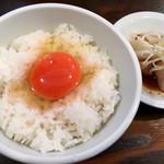 煮干しらーめん 玉五郎 - らーめんBセット ¥1,050(・煮干しらーめん・玉子かけご飯・水餃子3ケ)のラーメン以外  玉子は黄身がオレンジ色が強く、美味しい玉子でしたが、肝心のご飯が水分多く、ダマになってました。