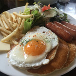 カフェ マチルダ - ソーセージエッグパンケーキ【ランチ】850円