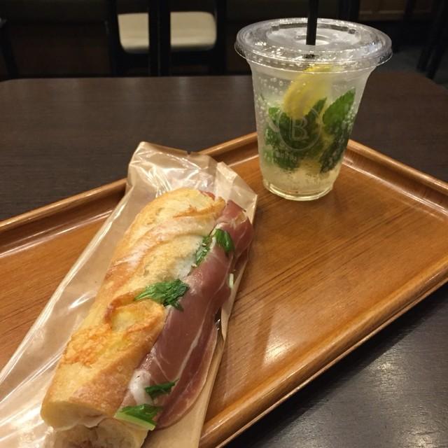 ブルディガラ エクスプレス スバコ・JR京都伊勢丹店 - アルモニ、エルダーフラワーソーダ