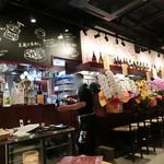 馬肉専門店 虎桜 - 開店祝いのお花が沢山。