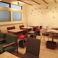 パンケーキママカフェ VoiVoi - 店内は、明るい木目と白で、北欧をイメージ