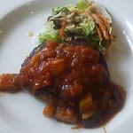 53104794 - 彩り野菜のトマトソースハンバーグ