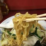 大連 - 麺は平打ちの縮れ麺