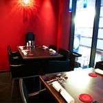 新宿イタリアン カルボナード - 2階テーブルの席は2テーブル繋げると8名様までの対面個室になります。接待や合コンには最適なお席です。