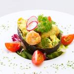 新宿イタリアン カルボナード - 海老とアボガドのサラダ