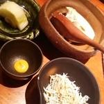 53115835 - ランチ定食の温豆腐、釜茹でシラス、白菜の漬物
