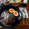 オニオン座 - 料理写真:「特製チキンカレー」880円・「半熟酢たまご」100円