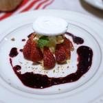 ラ ブーシュリー グートン - 苺のヴァシュラン ヴァニラアイスとフレッシュ苺