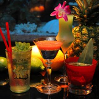 毎週変わるフレッシュカクテルや滅多にお目にかかれない限定洋酒