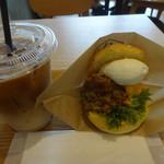 ハッテンドウ カフェ - 惣菜バーガーセット:680円