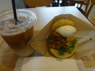 ハッテンドウ カフェ ラクーア店 - 惣菜バーガーセット:680円