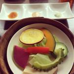 チャイニーズファン よだれ鶏 - 蒸し野菜、良い香りがしました(^^)種類たくさん♡