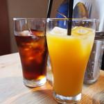 エスケール - アイスティーとオレンジジュース