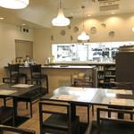 隠れ岩松 - 社員食堂っぽい雰囲気もあり