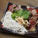 藁焼き鰹たたき 明神丸 - しらすたっぷり鰹たたき丼