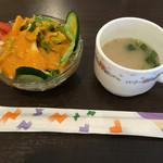 53130545 - ミニサラダとスープ                       この箸袋よく見かける。兵庫と群馬と大阪で確認済(笑)