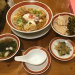 53133101 - 「雲呑入り汁なし担々麺」と「魯肉飯」のランチセット 1026円