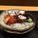 鮨 櫂 - 先付け、茹で蛸と赤西貝の炙り