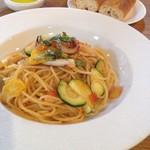 53136440 - パスタ                       ・イカと夏野菜のトマトソース
