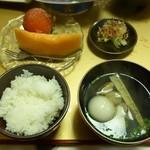旅籠しび荘 - 夕食⑨(ご飯 吸い物 漬物 メロン 干し柿)