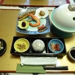 旅籠しび荘 - 夕食 最初のセッティング