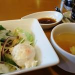 Kandanonikubarurampukyappu - ランチのサラダとスープ