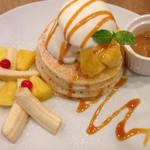 53142116 - パイナップルアイスとアーモンドバターのパンケーキ(季節限定)