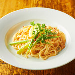 道産小麦のパスタ屋さん ミールラウンジ - ズワイガニと旬野菜のトマトクリームソース