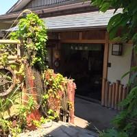 鯛納屋 - 玄関は漁場の演出でお出迎え。