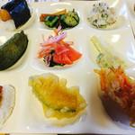 53146573 - 天むす・抹茶稲荷寿司・味噌焼きおにぎりや漬物も充実のラインナップ