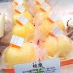 カトルフィユ - 料理写真:旬の白桃の特製シロップに漬け込み種を抜き中にカスタードクリームをたっぷり詰めた人気のスイーツです。