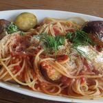 ダブルドアーズ - ナスとトマトとベーコンのトマトソースパスタ