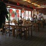 中華料理 味鮮楼 - シンプルで落ち着いた感じ、40席は有る。