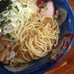 支那そば 八雲 - 特製ワンタン麺 麺は小麦の香りも良い
