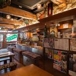 沖縄酒場 ごっぱち - テーブル席