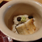 53163642 - 愛知県産うなぎの飯蒸、熟成させた青森黒牛蒡と山葵を添えて。これは美味しい。鰻&黒牛蒡の香りがいい。