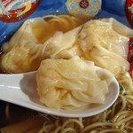 支那そば 八雲 - 特製ワンタン麺 ワンタンは皮の食感がモチモチで餡がぎっしり