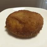 粉とクリーム - 惣菜パソはカレーかウインナーにかぎる。  手ごろなお値段、カレーみっちり。イイね!  自宅にて