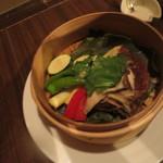 飛騨牛専門 華家 - 野菜の蒸籠蒸し