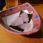 秀よし鮨 - 昆布〆のアイナメ(お通し)