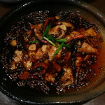 本格四川料理 三鼎 - 白身魚の唐辛子煮込み。白身魚をオイルで唐辛子、山椒の実をたっぷり添えて煮込んである