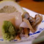 秀よし鮨 - 料理写真:刺し盛りの帆立とヒモ